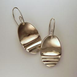 'ripple' earrings with mirror finish
