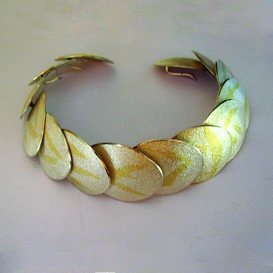 keum boo – 'scallop' bracelet