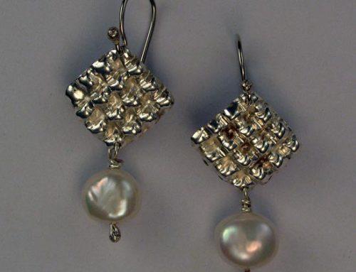 pearl earrings ~ waffle texture (diamond shaped)
